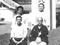 М.Уэсиба с учениками в Манчжурии